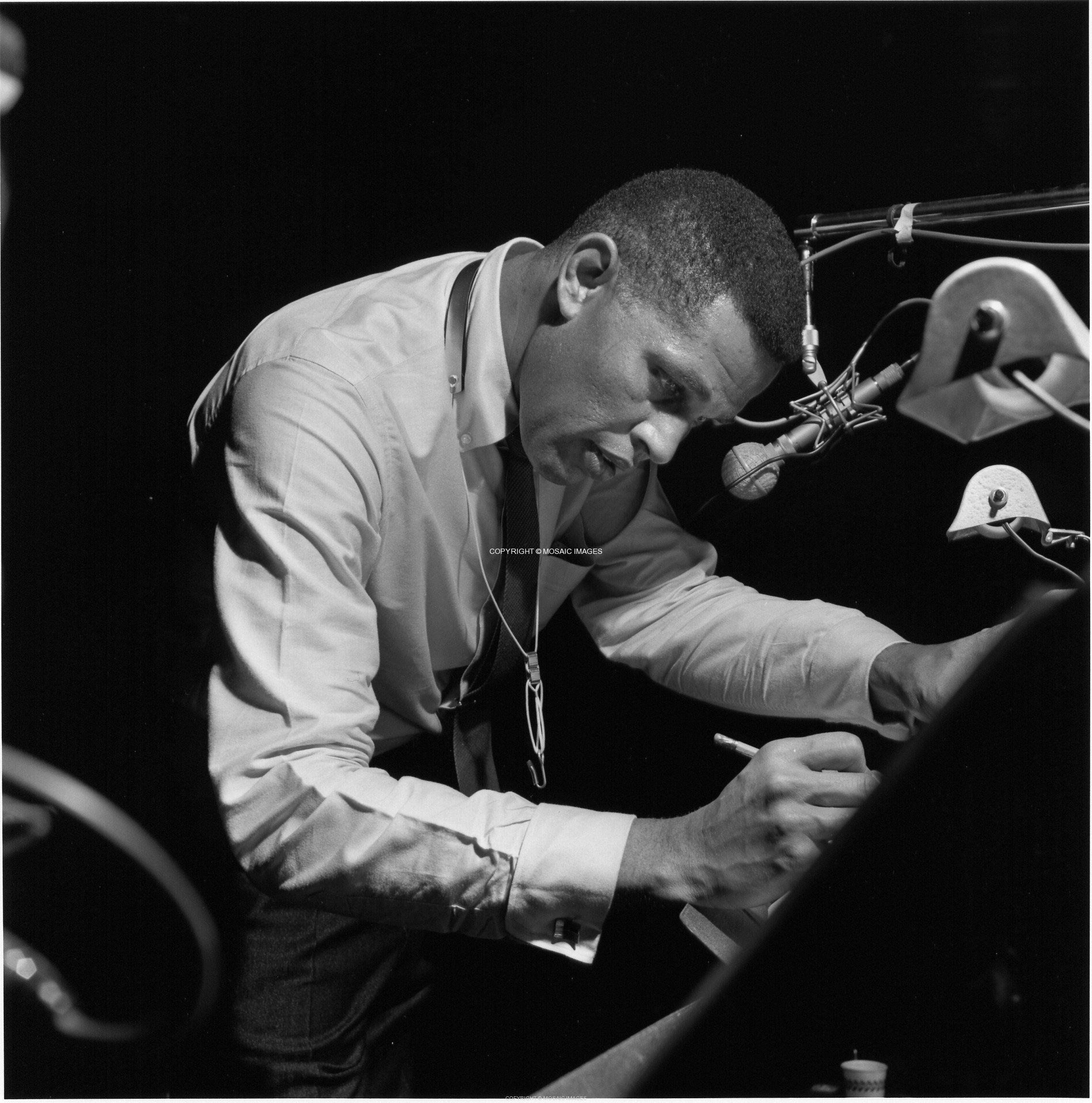 http://static.blog4ever.com/2012/09/714569/Pianist.jpeg