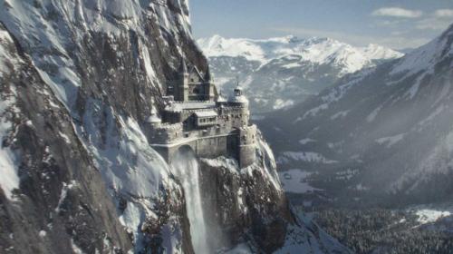 101-120205205617-waterfall-castle.jpg