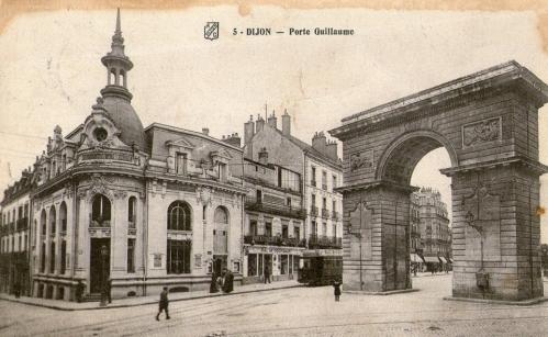 Dijon Porte Guillaume - Tramway.jpg