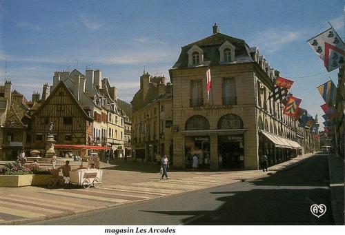 Dijon - Place François Rude 02.jpg