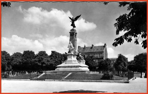 Dijon - Place de la République 02.jpg