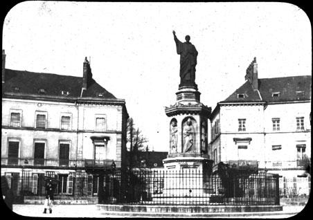 Statue_de_Saint-Bernard_place_Saint-Bernard_Dijon_(6263653350).jpg