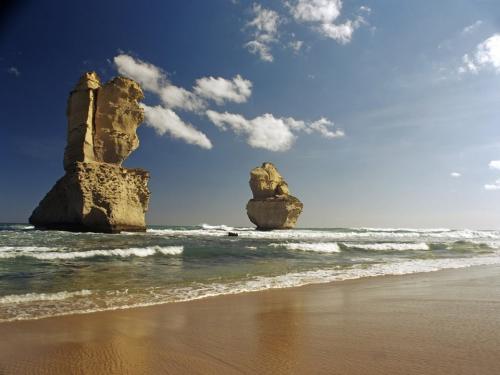 Twelve Apostles Beach - Australia.jpg
