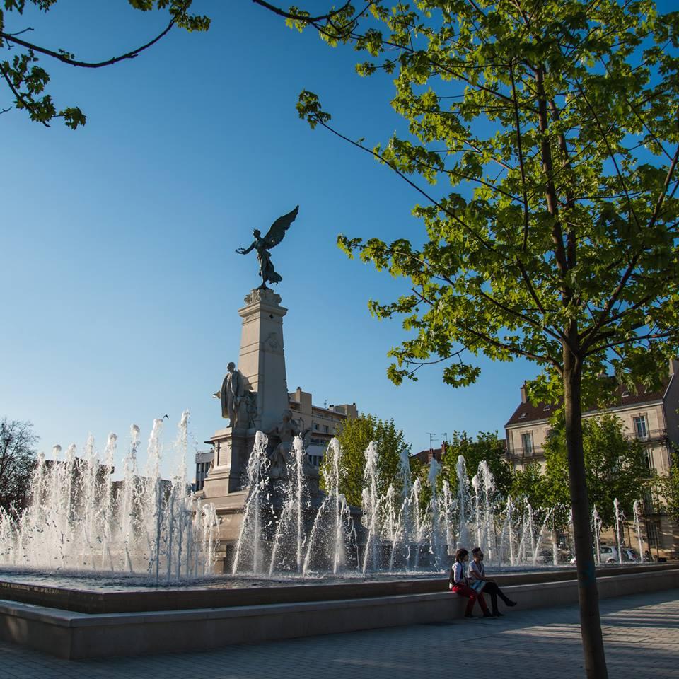 Dijon - Place de la république - Un soir d'été 01.jpg