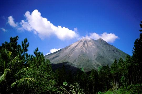 volcan arenal costa rica.jpg