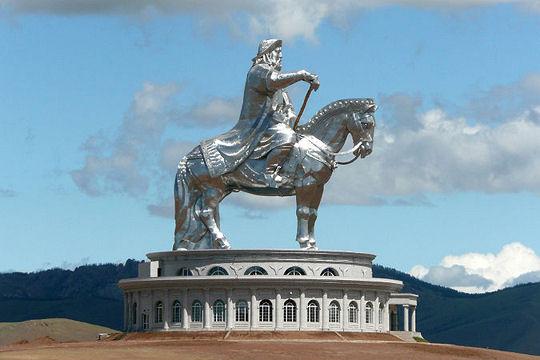 mongolie oulan bator statue-equestre-genghis-khan-1044534.jpg