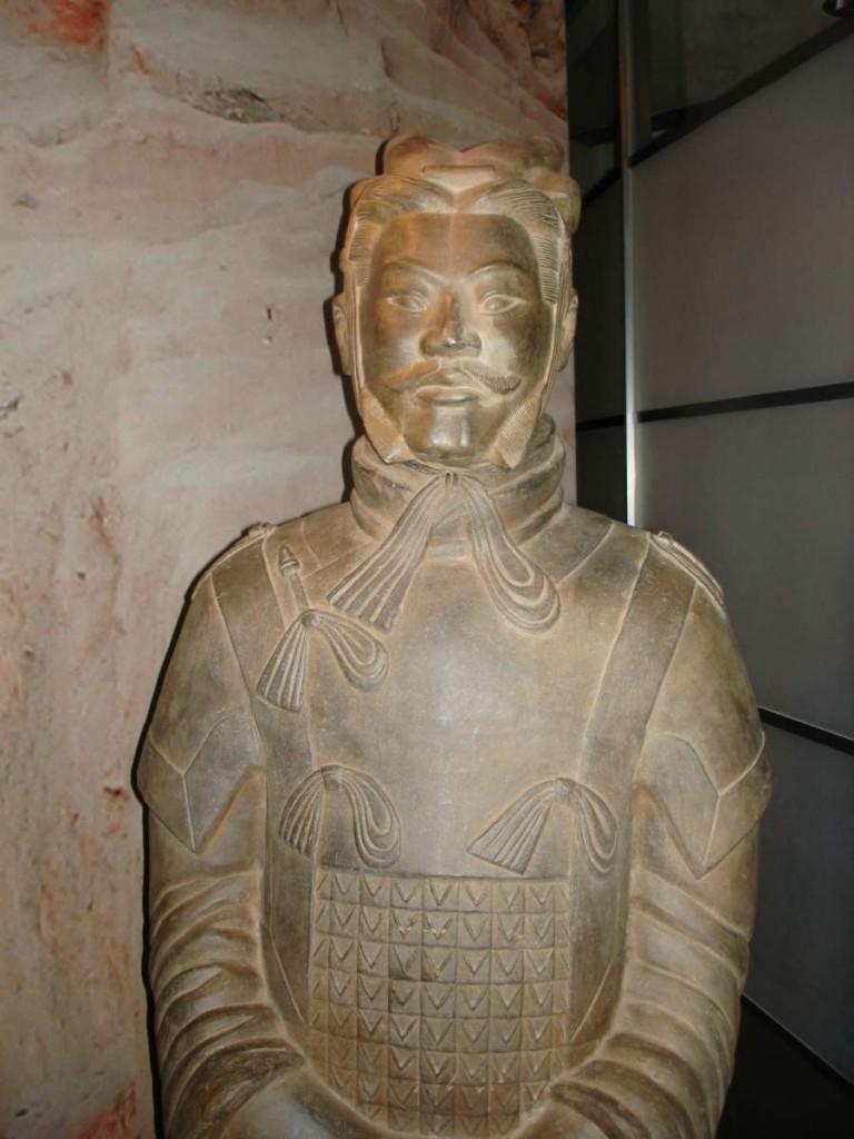 armee-de-terre-cuite-du-premier-empereur-de-chine-04_optimized-768x1024.jpg