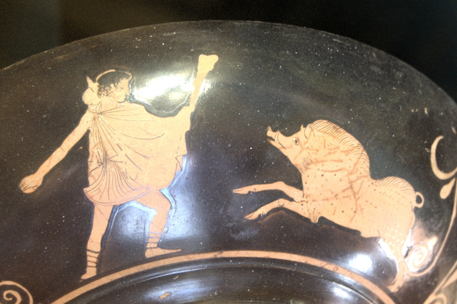 Theseus_Crommyonian_Sow_Louvre_G637.jpg