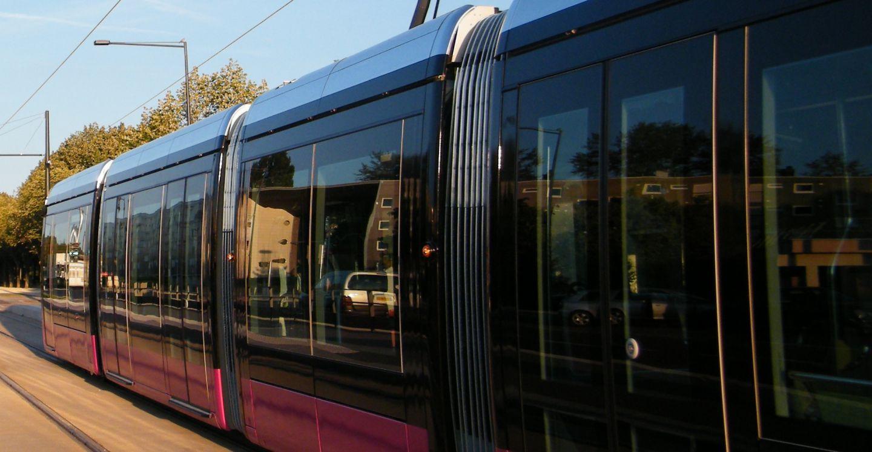 Tramway dijon et son agglom ration ecole des c dres for Piscine quetigny