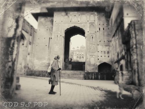 Small IMG_2898 Baba au Jahangir mahal.jpg