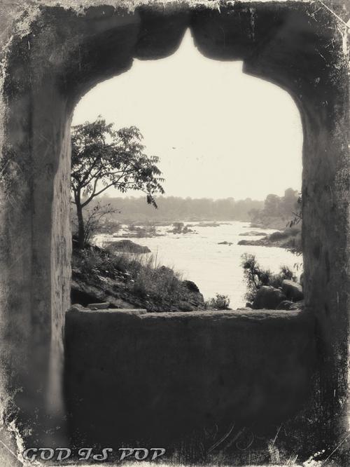 Small IMG_3574 Vue Betwa river.jpg