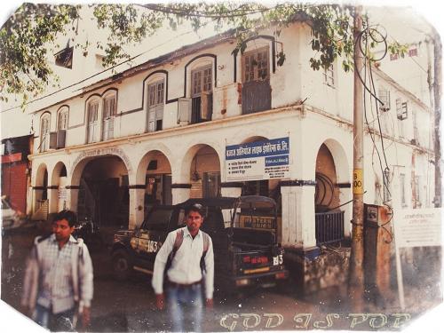 Small IMG_4329 Pachmarhi vieux building.jpg