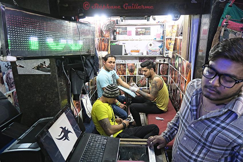 IMG_9125 Booth tatoueur Palika bazar Delhi 2016 Small.jpg