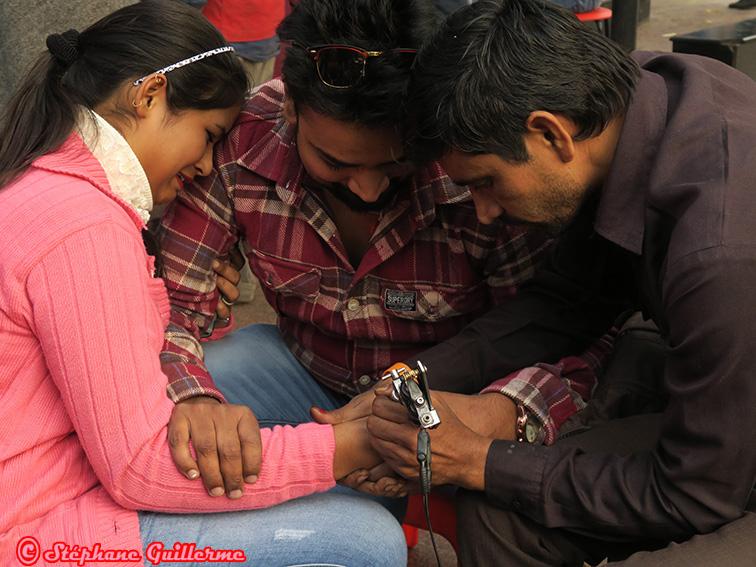 IMG_8240 Tatouage sur fille Hanuman mandir Delhi Small.jpg