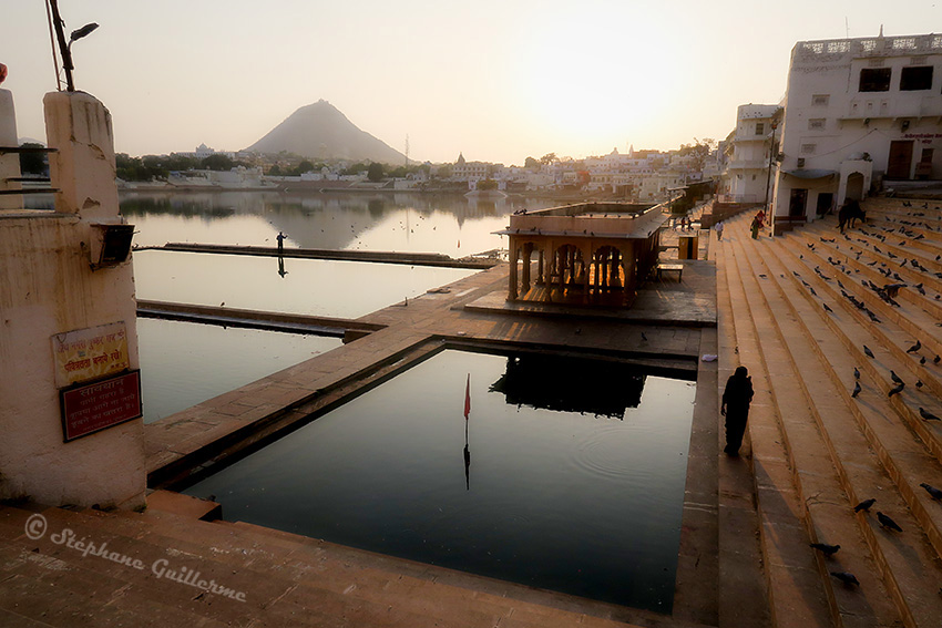 IMG_9839 Sunset Pushkar lake SMALL.jpg