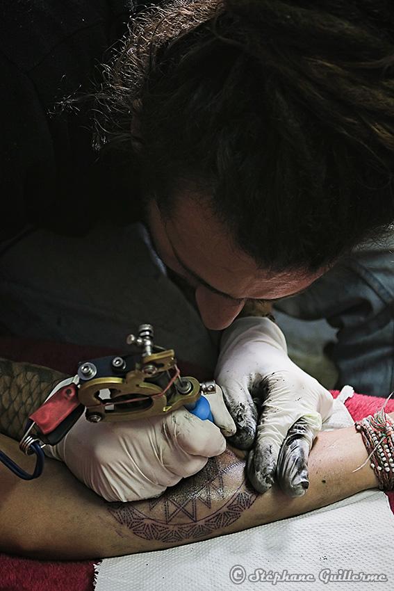 IMG_9879 Kevin tatouant SMALL.jpg