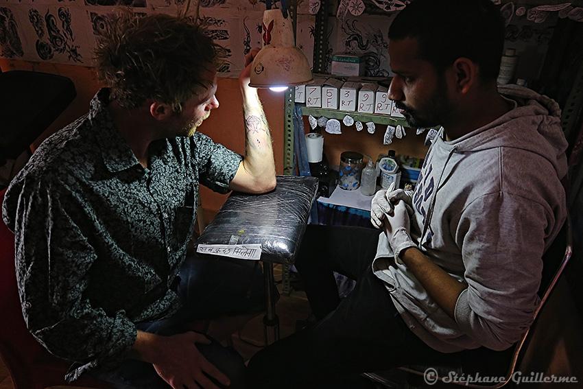 IMG_9903 Tatoueur Dev - Tattoo studio Mack - Pushkar - Rajasthan SMALL.jpg