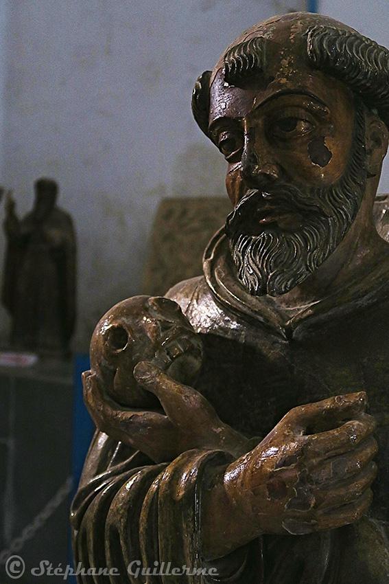 IMG_0916 Statue portugaise Diu museum Small.jpg