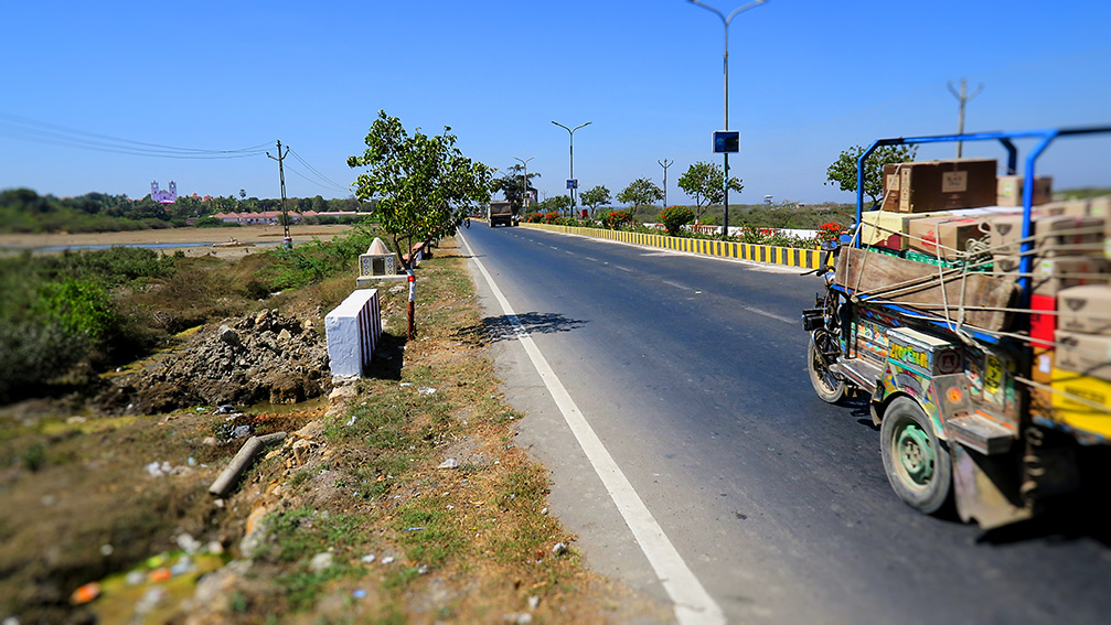 IMG_1127 Route pour Vanakbara et Fudam church Small.jpg
