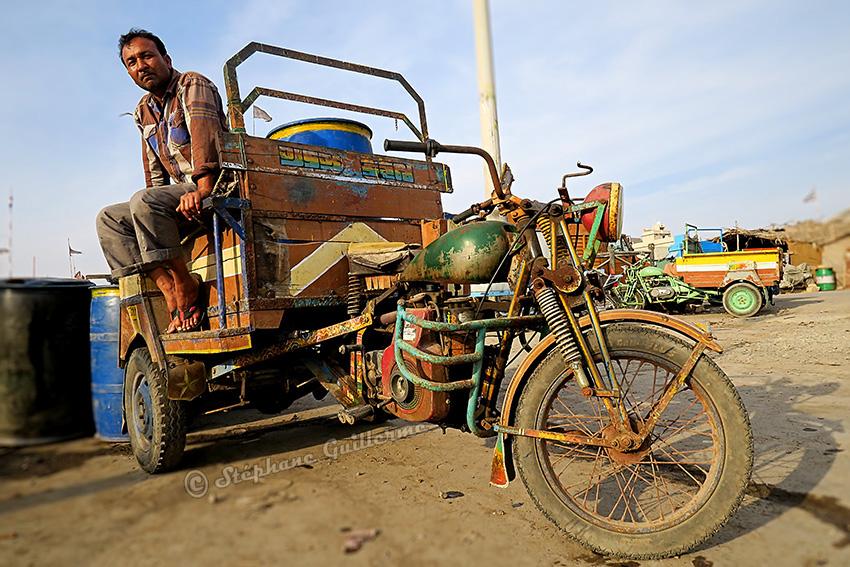 IMG_1003 Conducteur gros 3 roues Vanakbara Small.jpg