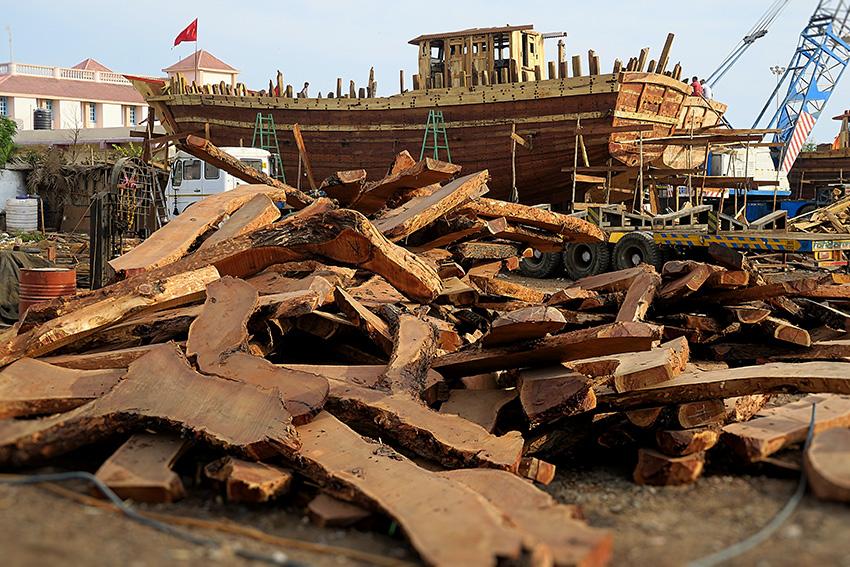 IMG_0981 Chantier bateaux Vanakbara Diu Small.jpg