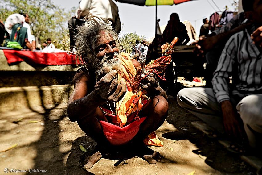 IMG_2854 Saddhu Bachshish Shiva ratri Junagadh Small.jpg