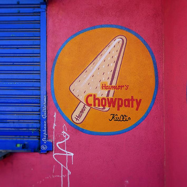 IMG_3732 Pub peinte Chowpaty beach Porbandar Small.jpg