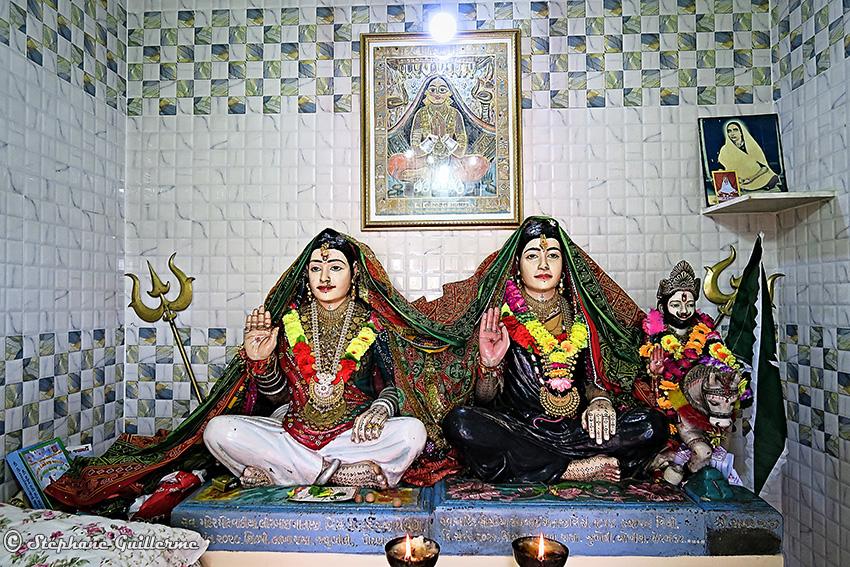 IMG_3391 Lirbai Ji mandir Lirbai et Son bhai Modhwada Small.jpg
