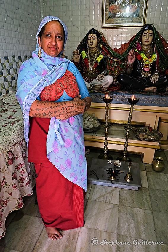 IMG_3406 Femme Maher dans mandir Lirbai Ji Modhwada Small.jpg