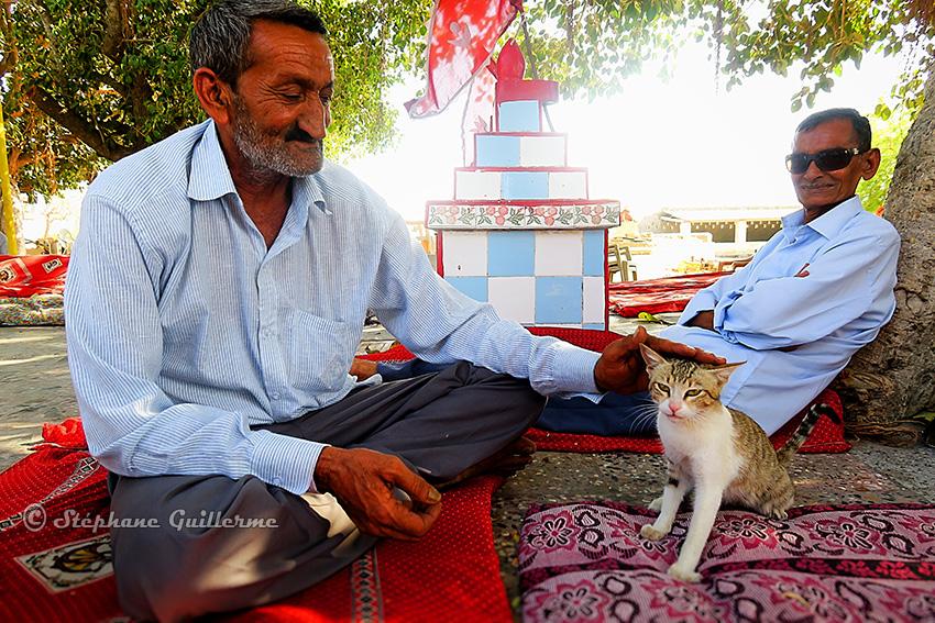 IMG_3688 Hommes Maher et le chat Lirbai mandir Modhwala Small.jpg