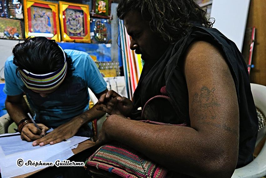 IMG_4005 Tattoo Kalbhairav sur Agori baba Nagmuni Kapali Dwarka Small.jpg