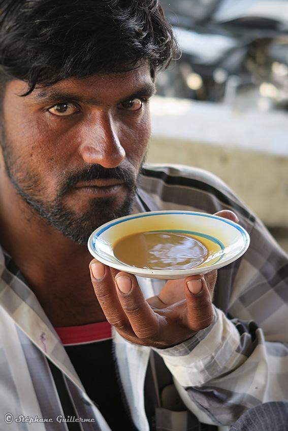 IMG_5319 Homme Rabari et chai Vers Bhuj Small.jpg