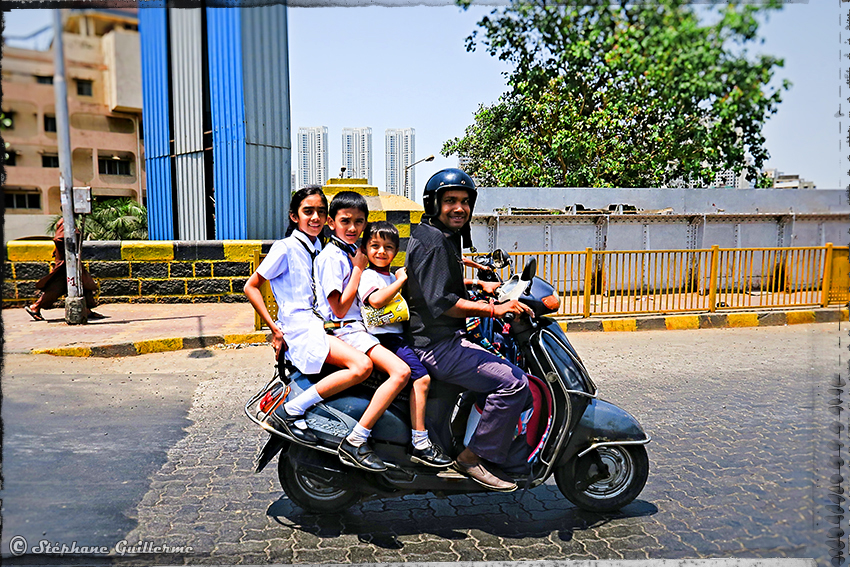 IMG_6100 Scooter à 4 Mumbai Small.JPG