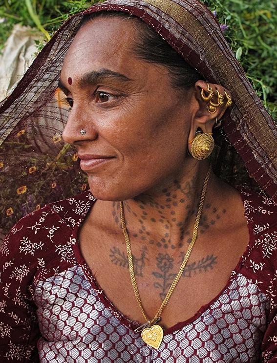 Blog 30x40 cms Tattoo Tribal TT 02  Femme d'agriculteur Ahir.jpg