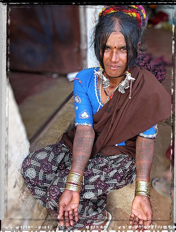 Blog 30x40 cms Tattoo Tribal TT 16 femme Lambani vers Devadurga.jpg