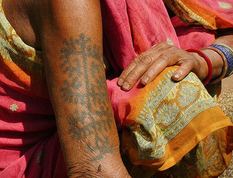 Blog 30x40 cms Tattoo Tribal TT 27 Jhoria Paraja bras tattoo lady Jeypore.jpg
