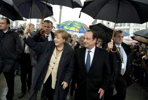 Merkel hollande porte pas parapluie.jpg