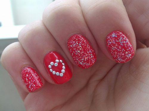 Nail-Art Coeur En Clous