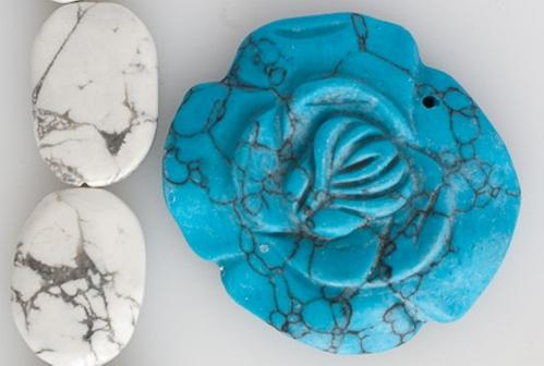 z Howlite blanche + Howlite teintée bleue.jpg
