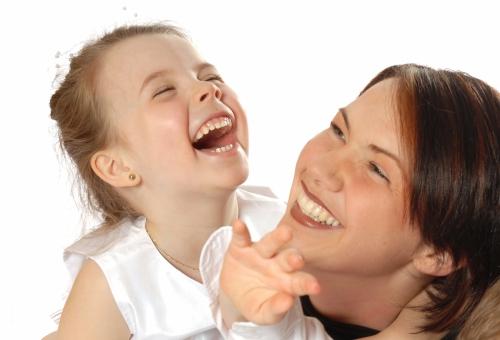 nous-savons-distinguer-rire-spontane-eclat-feint_1_622880.jpg