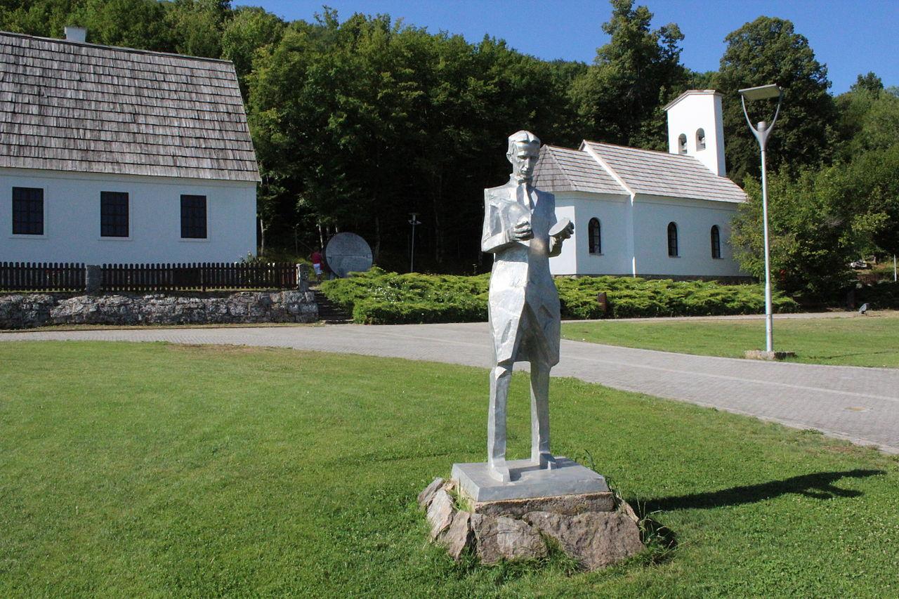Statue de Nikola Tesla à Smiljan.jpg