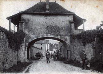 St amour ancienne porte.jpg