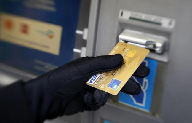 648x415_personne-retire-argent-a-distributeur-automatique-billets-a-nice.jpg