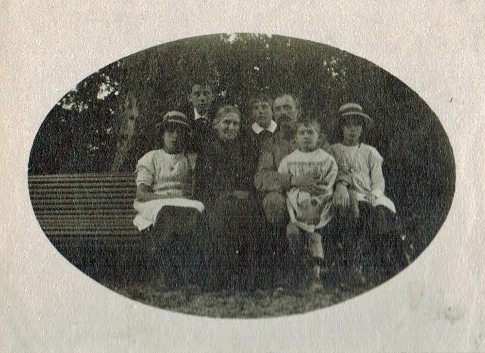 1915 St Jorioz Edouard Mère Zi et les enfants  Favre A1-28-06 Photoshop.jpg
