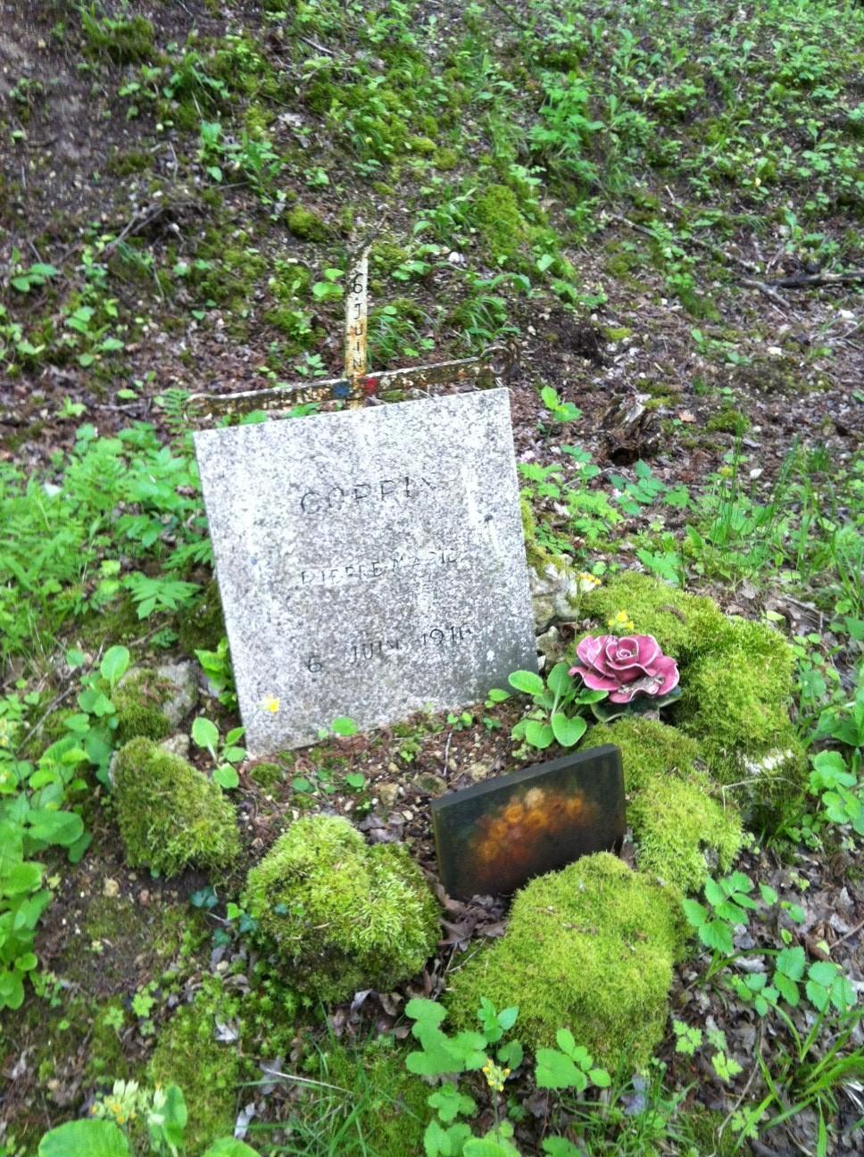 N°15 sépulture Coppin.JPG