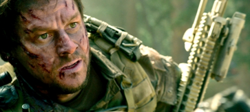 Lone-Survivor-Mark-Wahlberg-tacle-Tom-Cruise-1.jpg