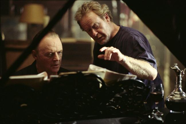 still-of-anthony-hopkins-and-ridley-scott-in-hannibal-(2001).jpg