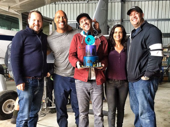 san-andreas-dwayne-johnson-brad-peyton-set-photo.jpg