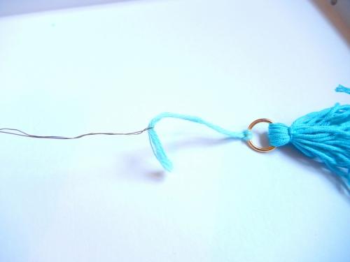 Utilisez du fil de fer por passer les perles
