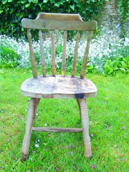une chaise à restaurer